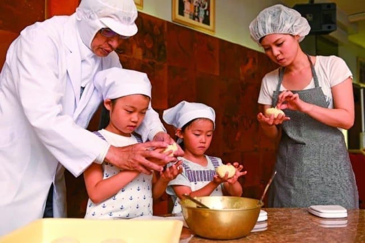 蓬莱の豚まん「手作り体験コース」
