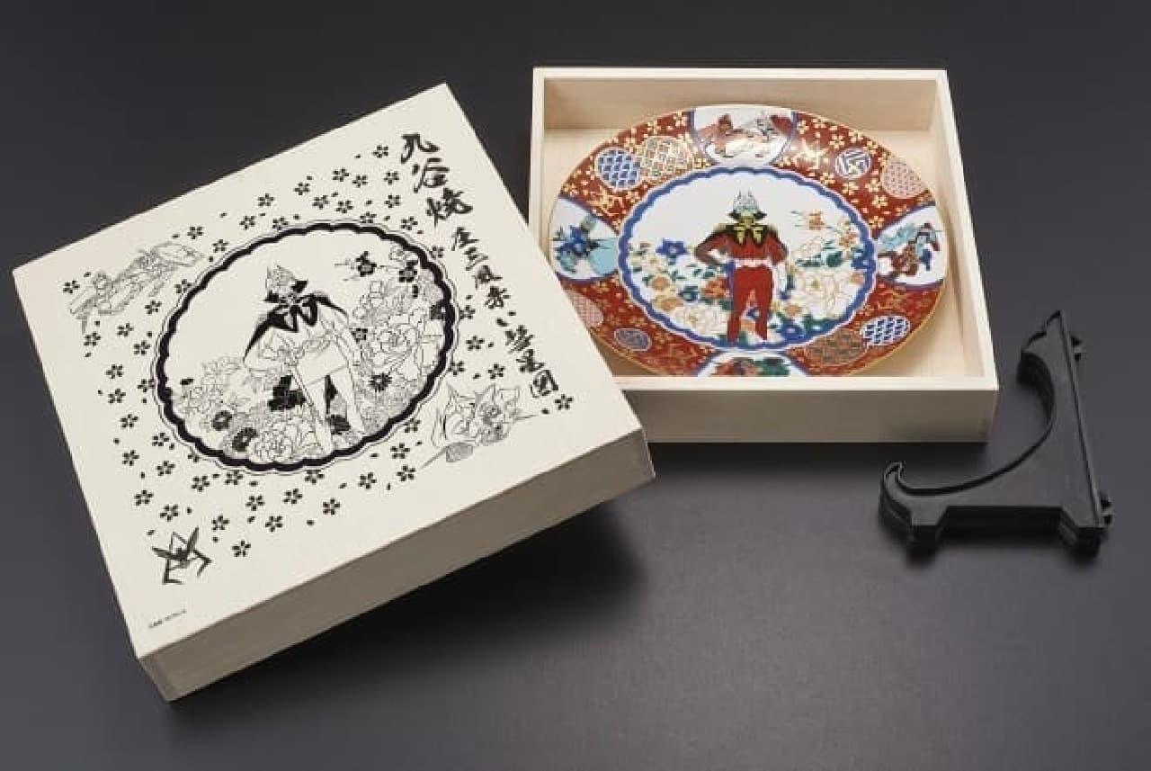 シャアを描いた「九谷焼 ガンダム 庄三風赤い彗星図」