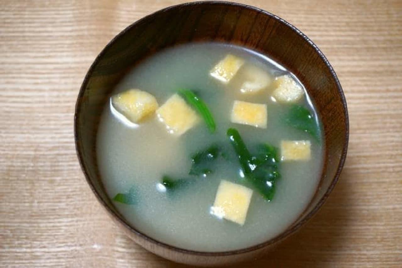 お湯を入れるだけで味噌汁になる味噌玉