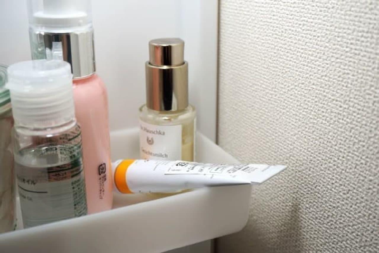 洗面所の化粧品たち