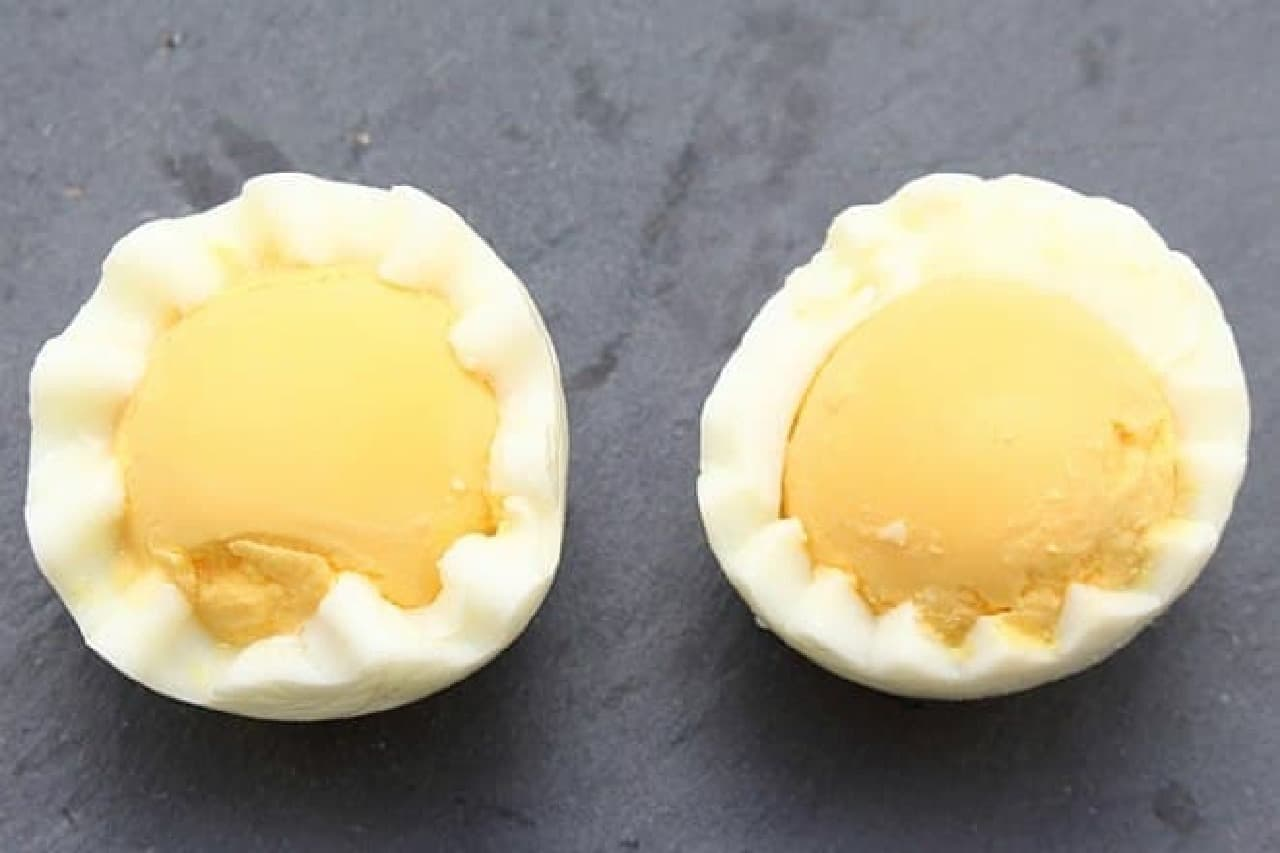 100均のゆで卵を飾り切りできるカッター「花卵コロン」