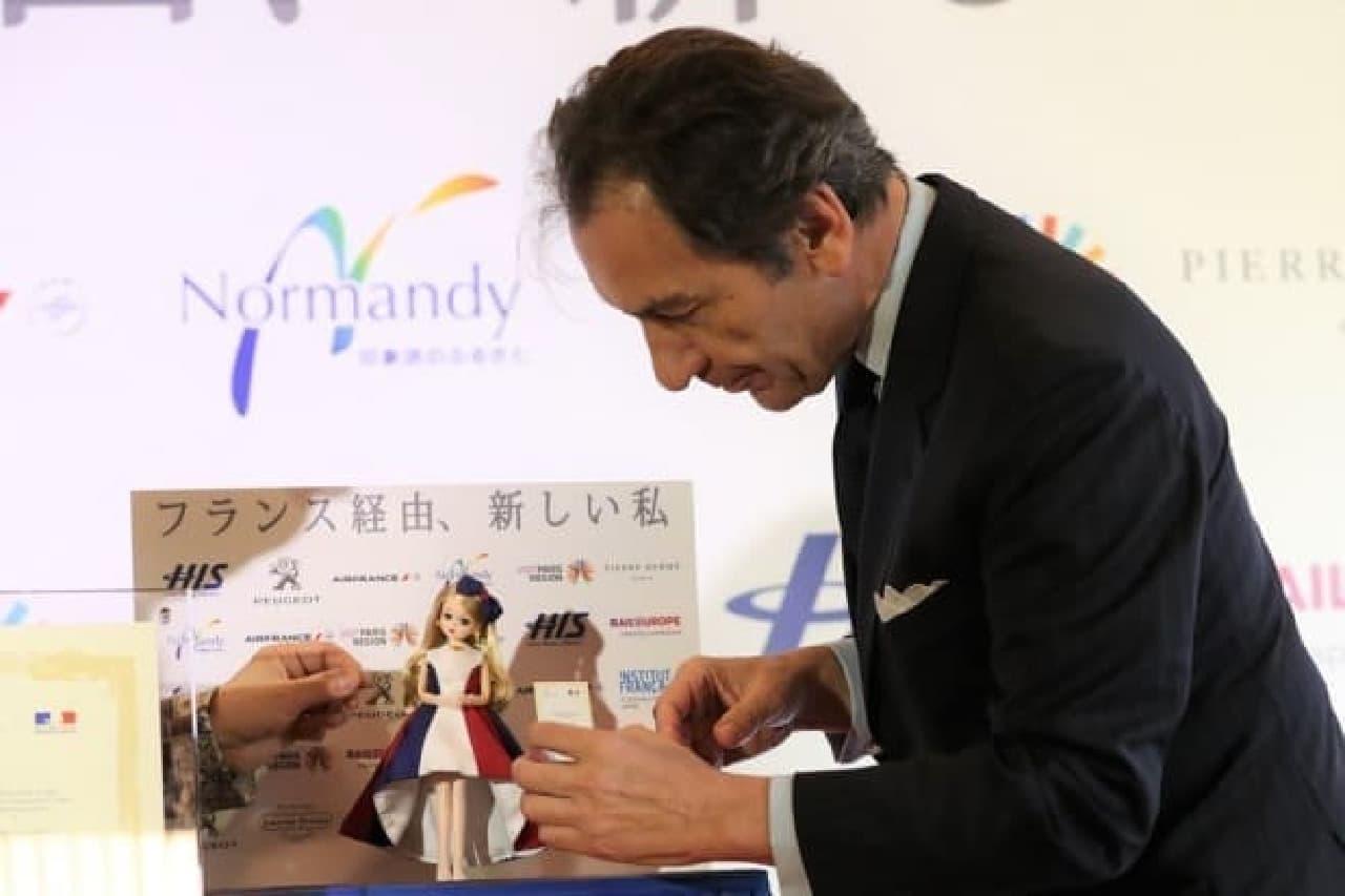 リカちゃんが「2017年度 フランス観光親善大使」に就任