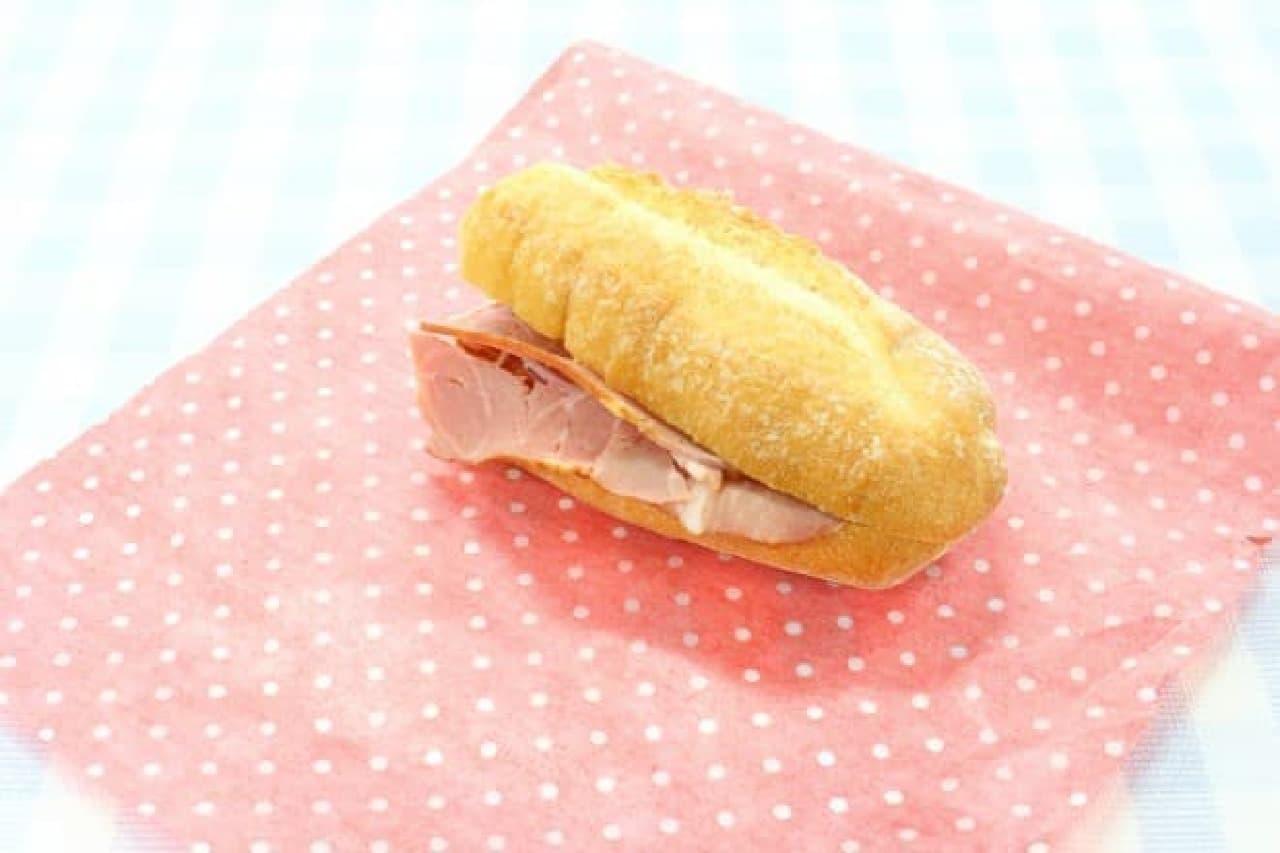 ワックスペーパーでサンドイッチのラッピング