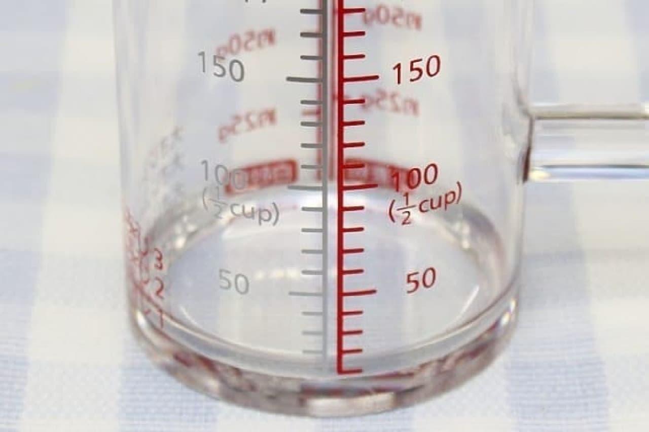 貝印「どこでも注げる耐熱計量カップ」