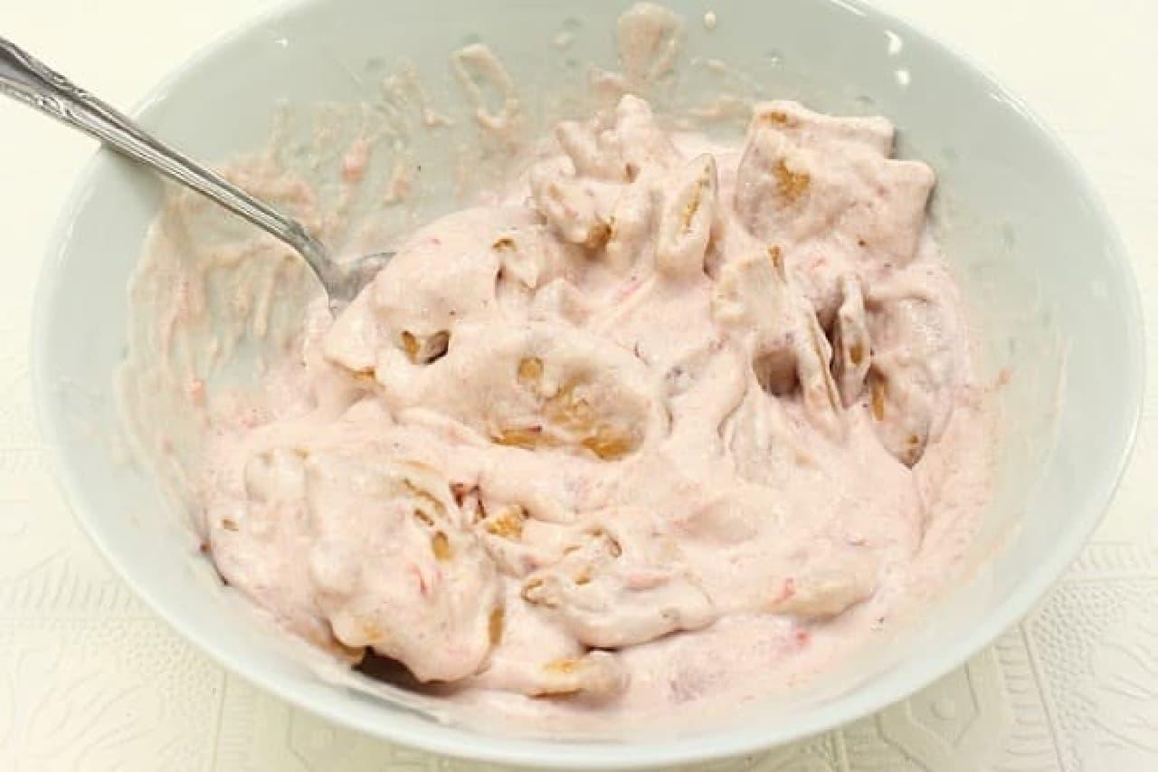 牛乳パックで作る「いちごのアイスケーキ」