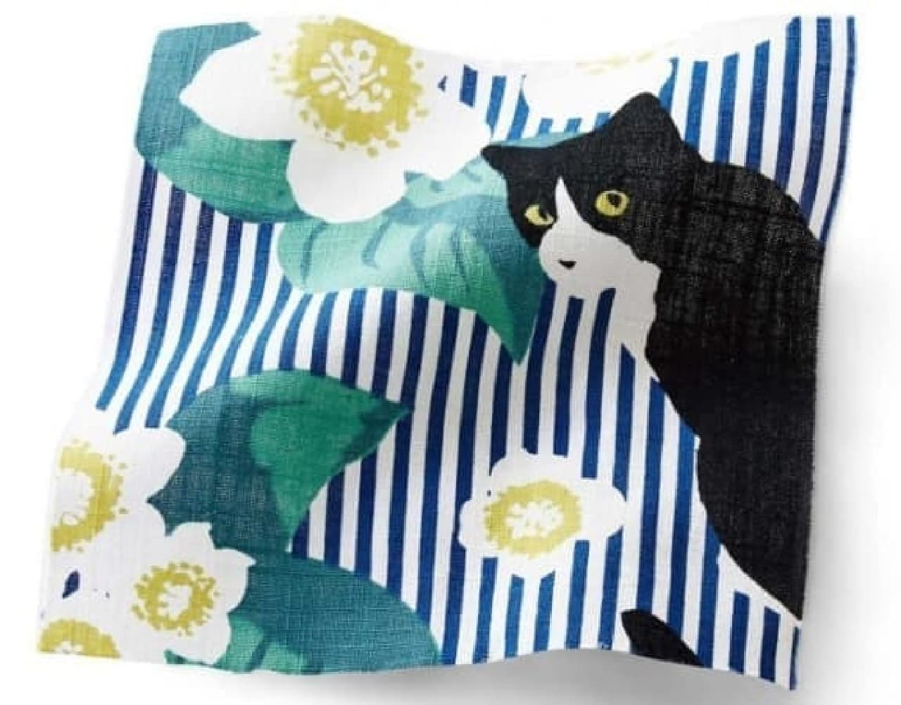 フェリシモ猫部「またたびの花とたわむれるハチワレ猫のレトロモダン浴衣」