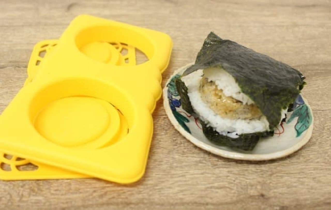 「ナイスバーガー」は、詰めて、押すの簡単2ステップで綺麗なライスバンズが作れる商品