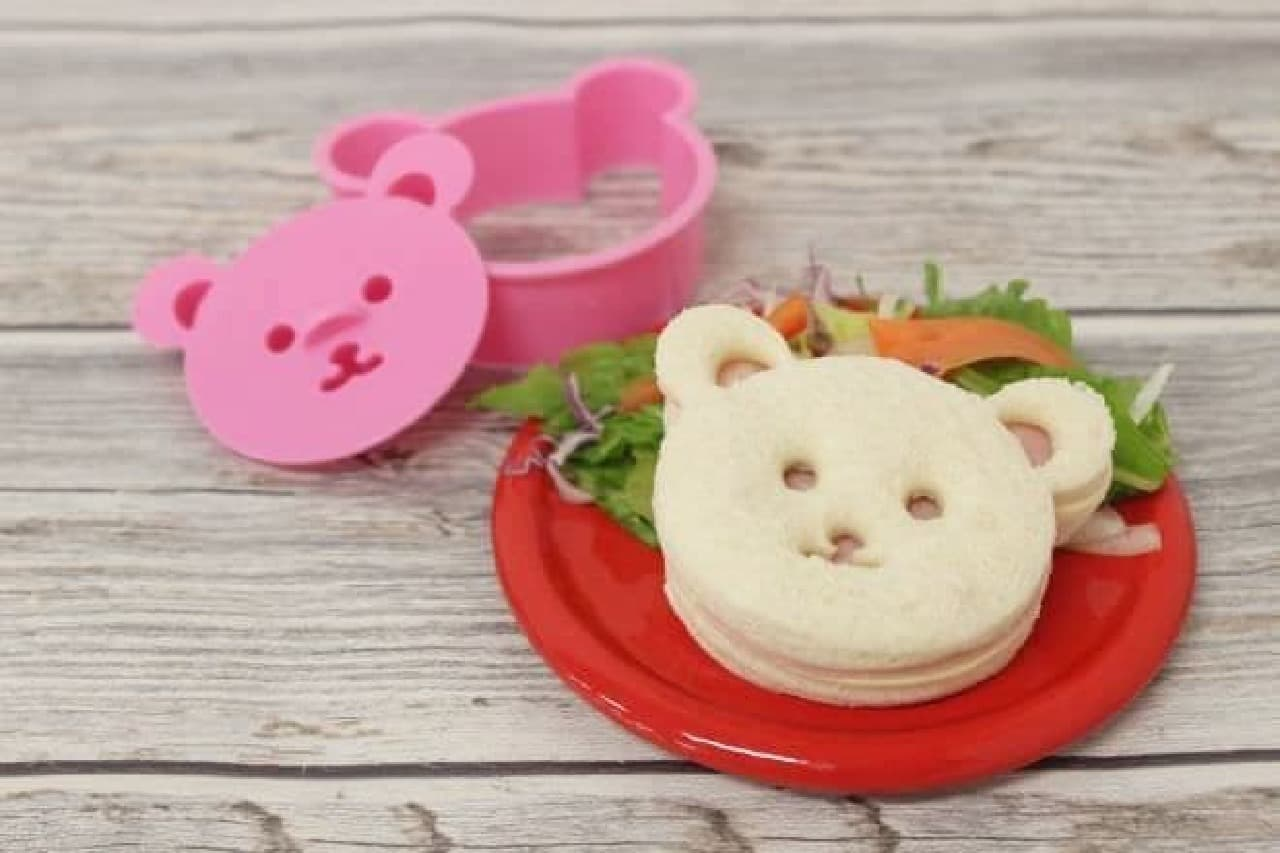 「食パン用抜き型セット」は、食材をクマのかたちにくり抜ける抜き型のセット