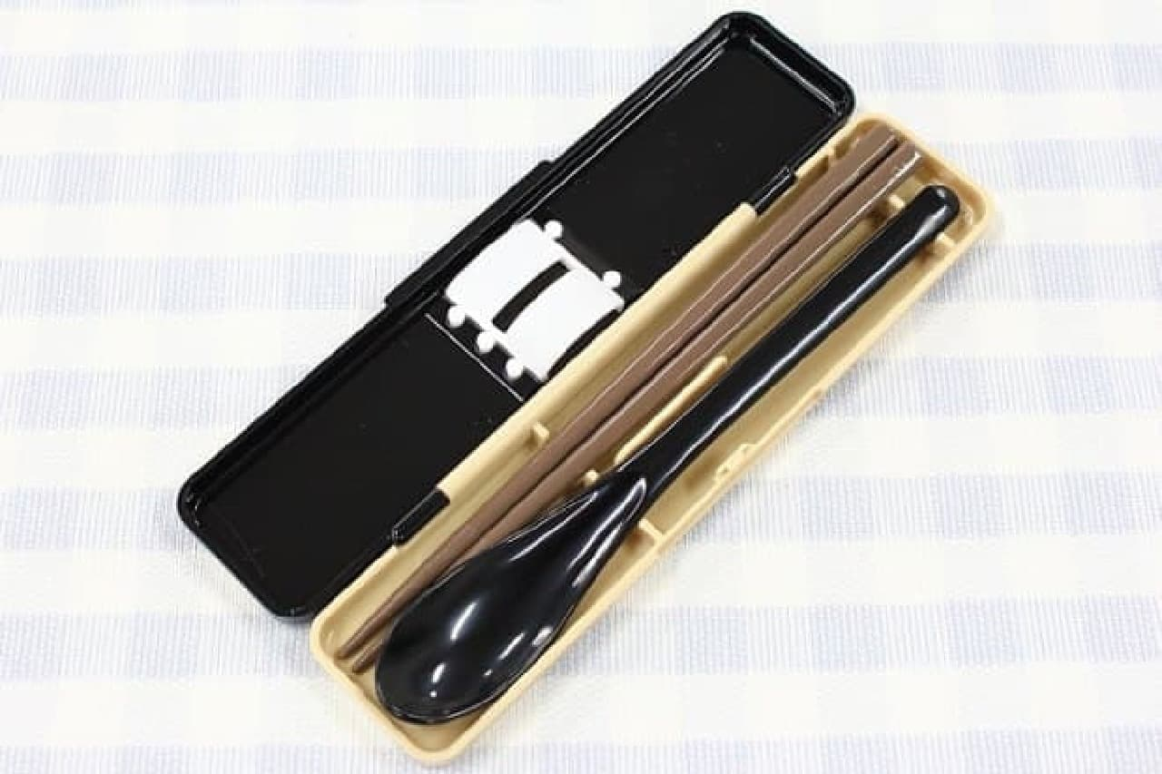 「音が鳴らないコンビセット」の箸とスプーン