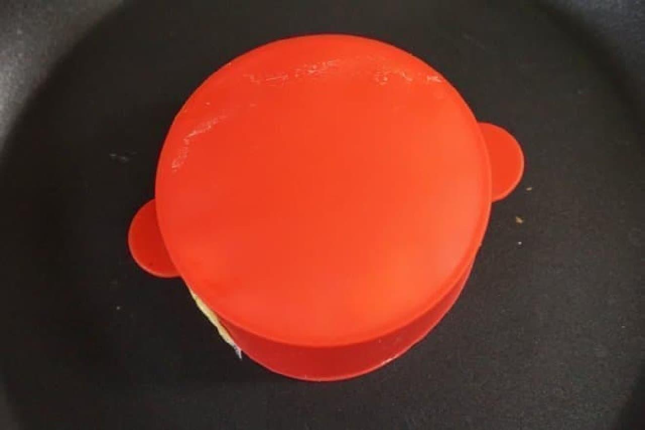 100均「ふんわり厚焼きホットケーキ型」