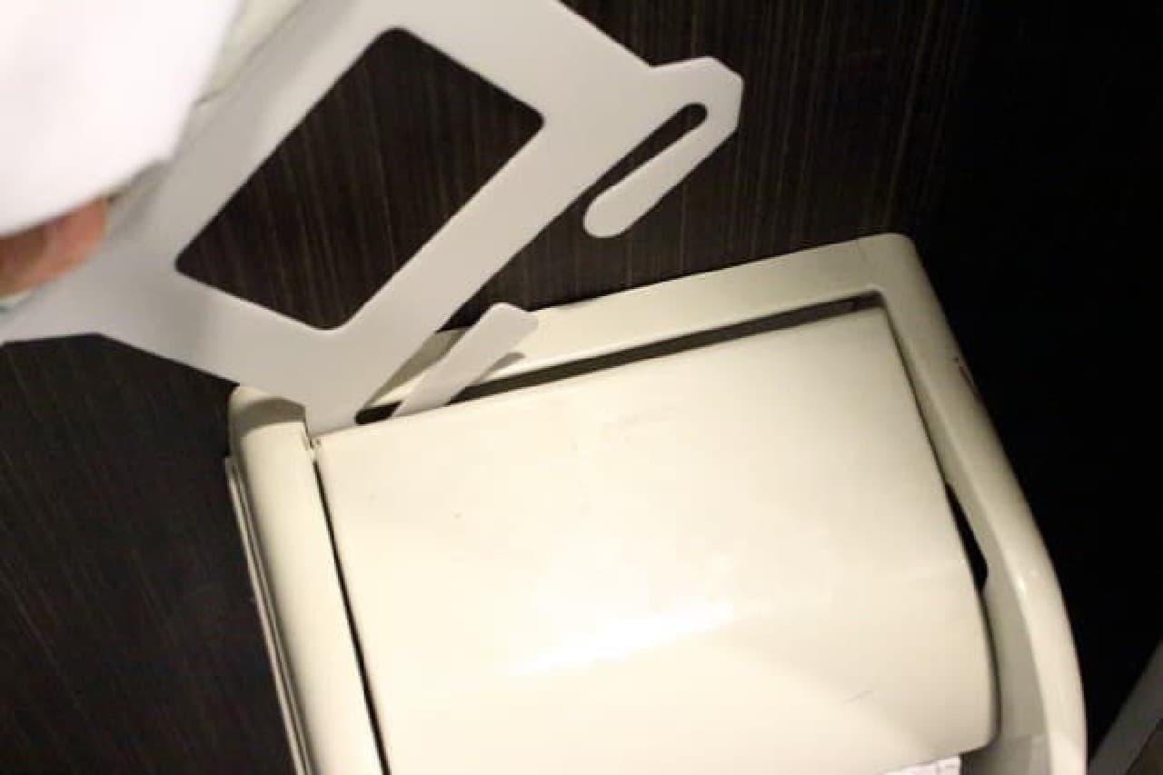3COINSのトイレットペーパーホルダーカバー