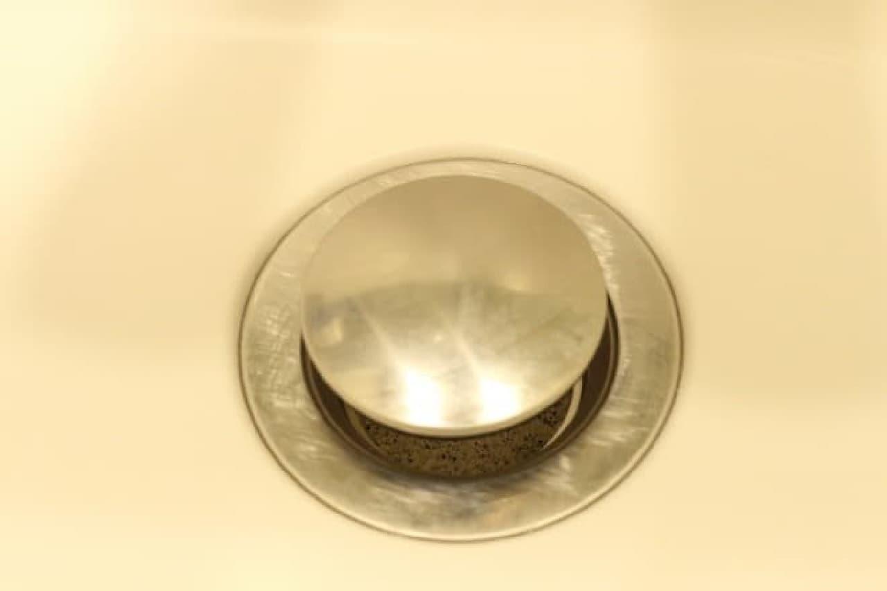 ダイソー「洗面台のゴミガード」