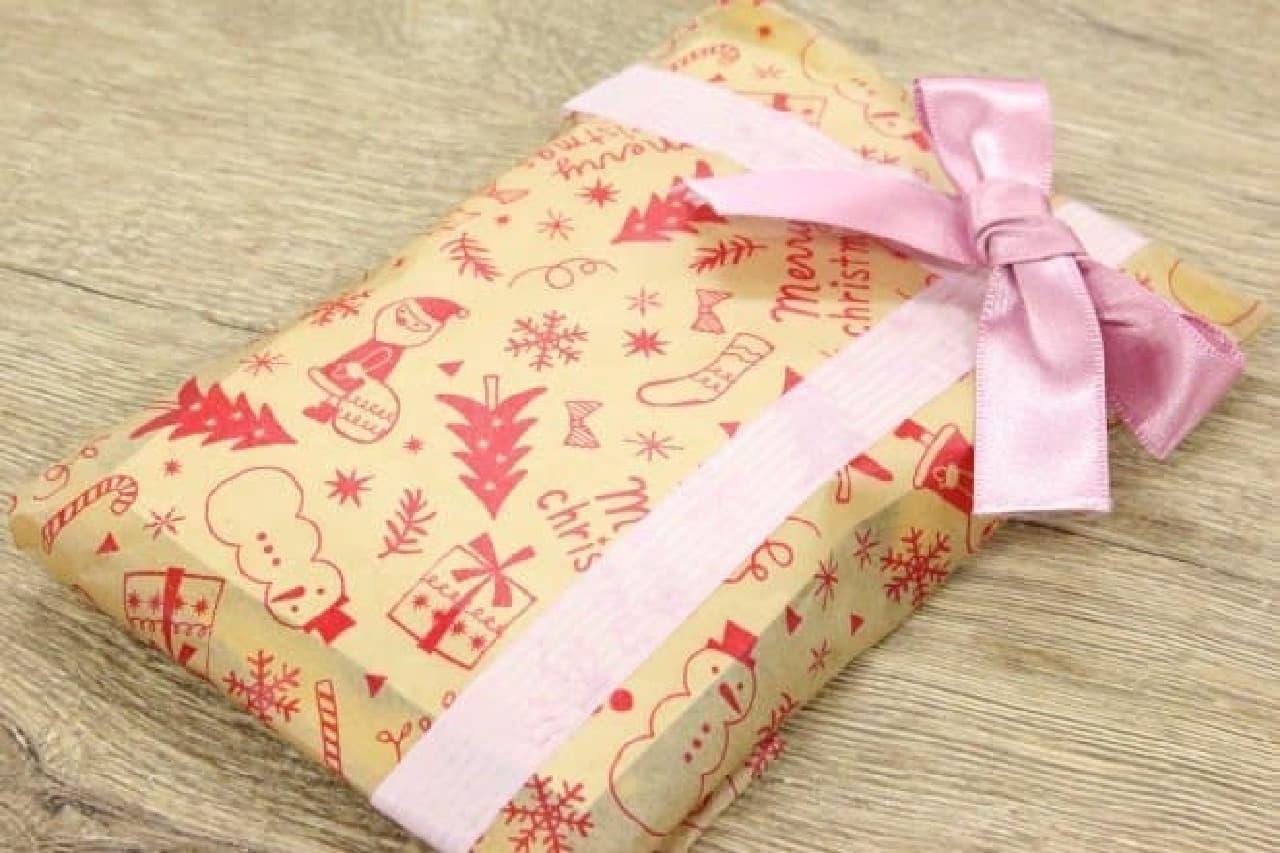 100均・ダイソーのクリスマス柄のワックスペーパーやアルミホイル、クッキングシート