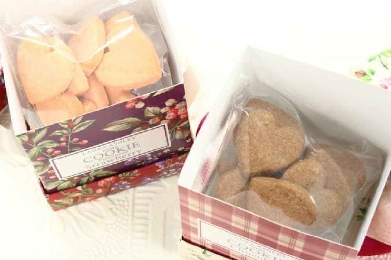 ローラ アシュレイの角砂糖や紅茶、クッキー