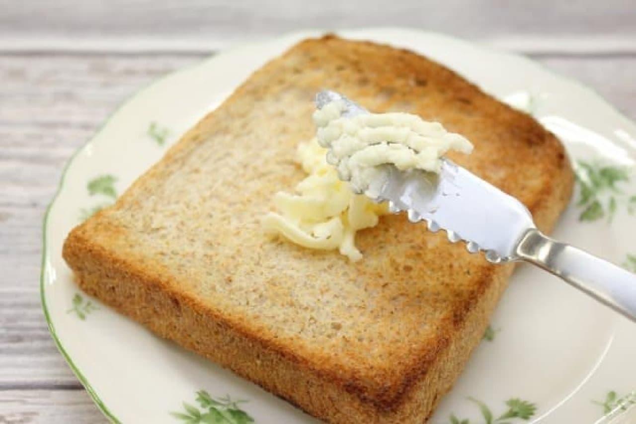 スケーターのふわふわバターナイフ付 密封バターケース