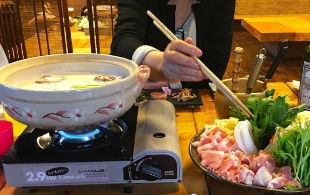 鍋をしている画像