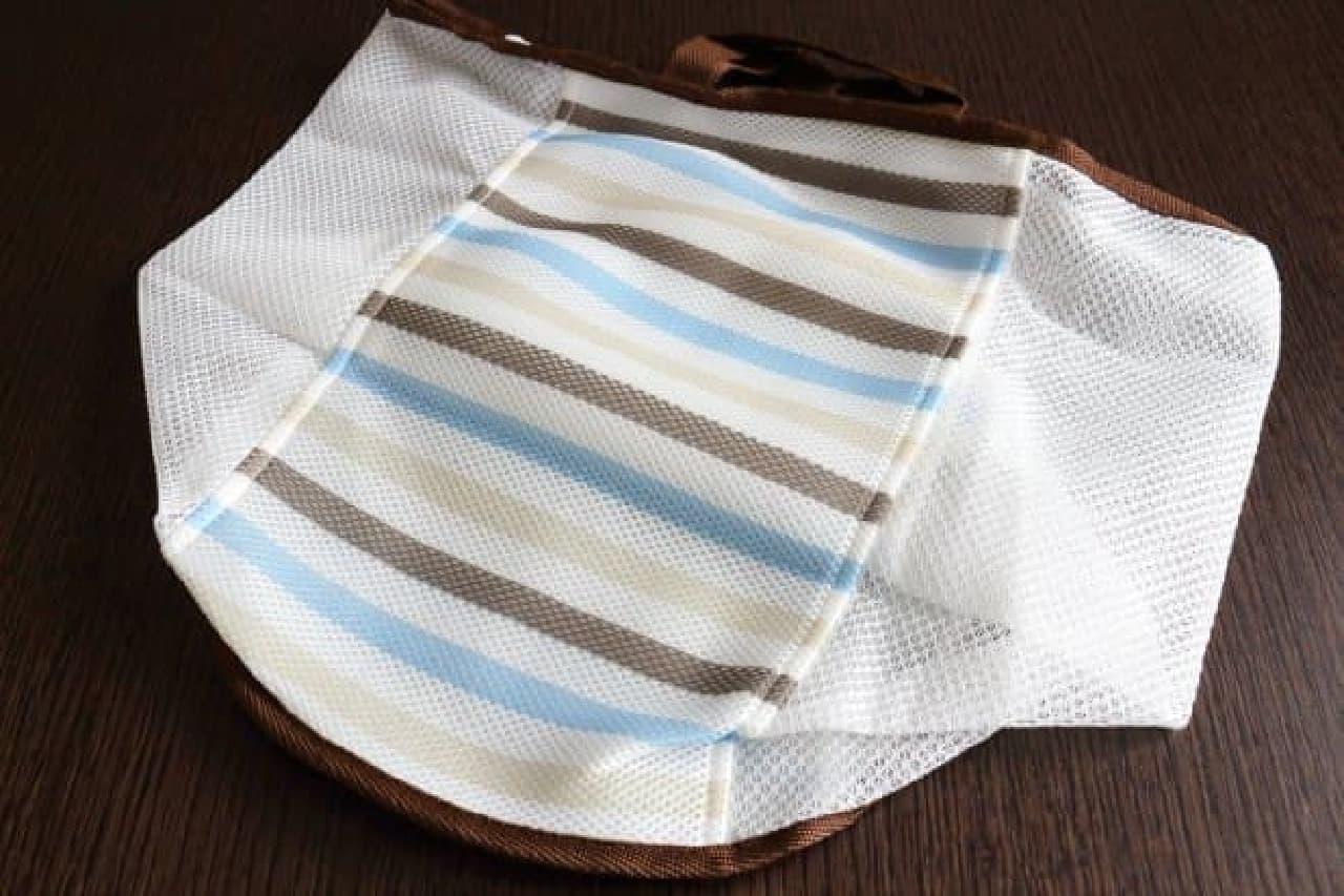 ランドリーバッグ、洗濯ネット、洗濯かごの3機能を備えたニトリのズボラーネット バッグ型