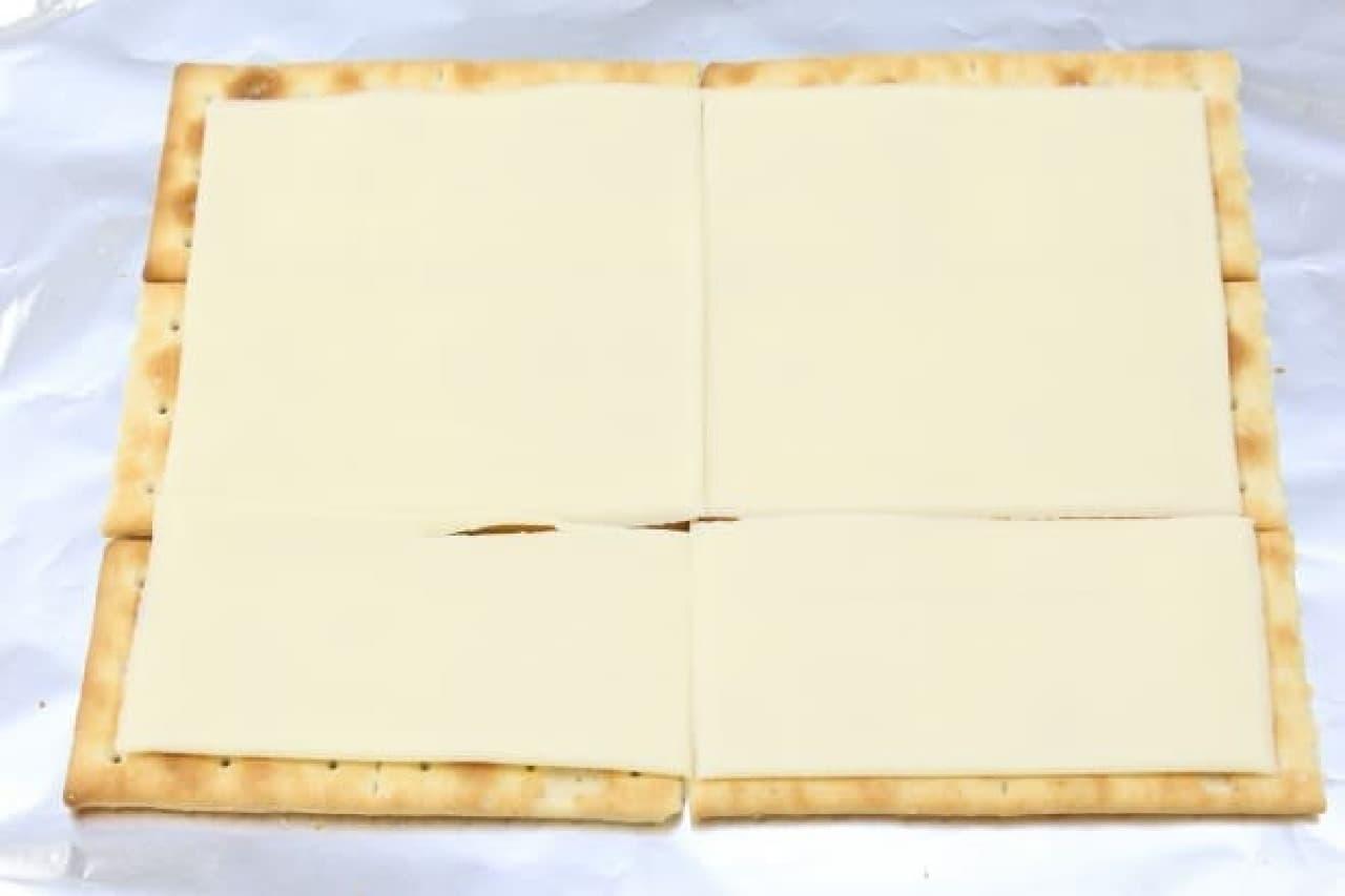クラッカーで作る簡単ピザのレシピ--チーズやベーコンをたっぷりのせて