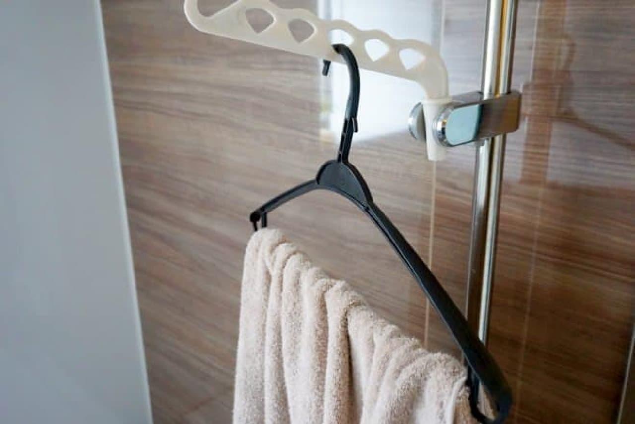 ダイソー「シャワーホルダー用ランドリー浴室フック」