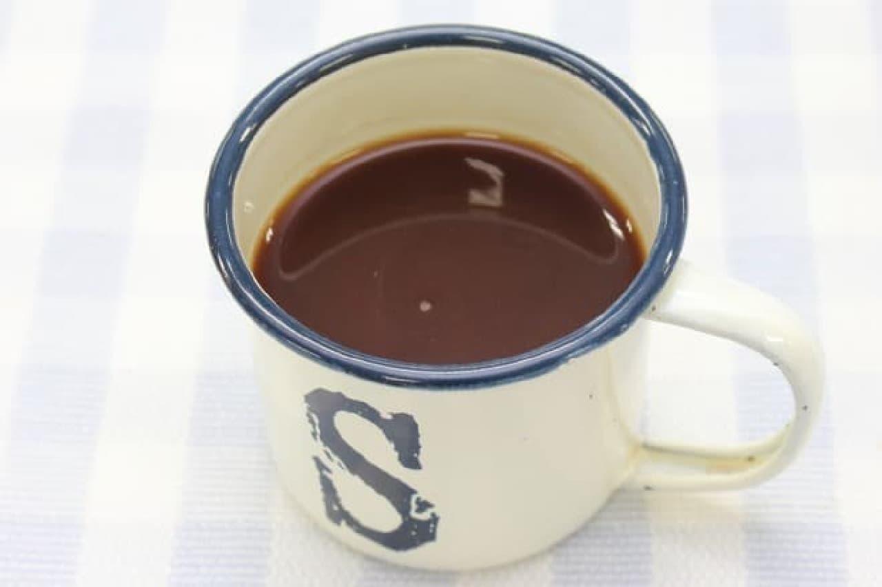 チョコレートシロップと牛乳で作る簡単チョコミルク・ドリンクのレシピ