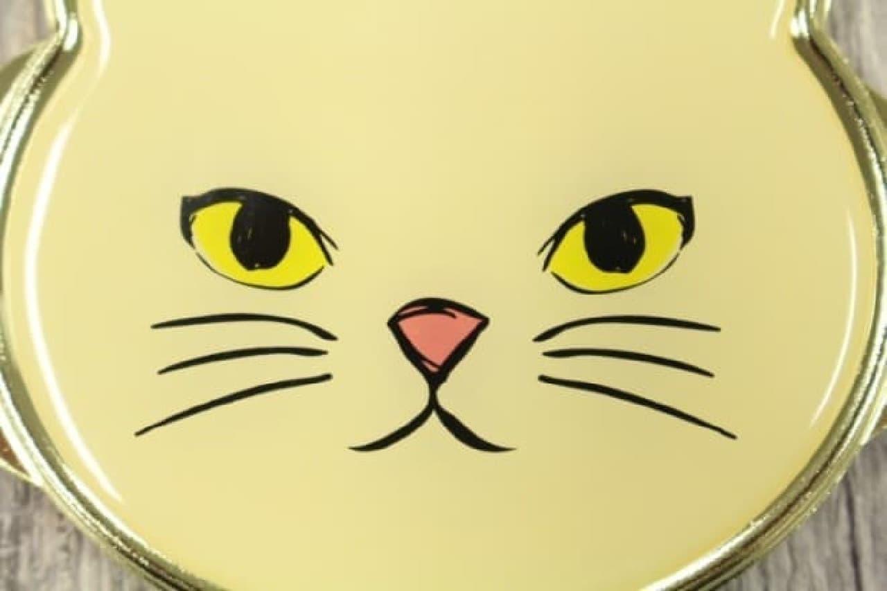 ダイソーの猫コンパクトミラー