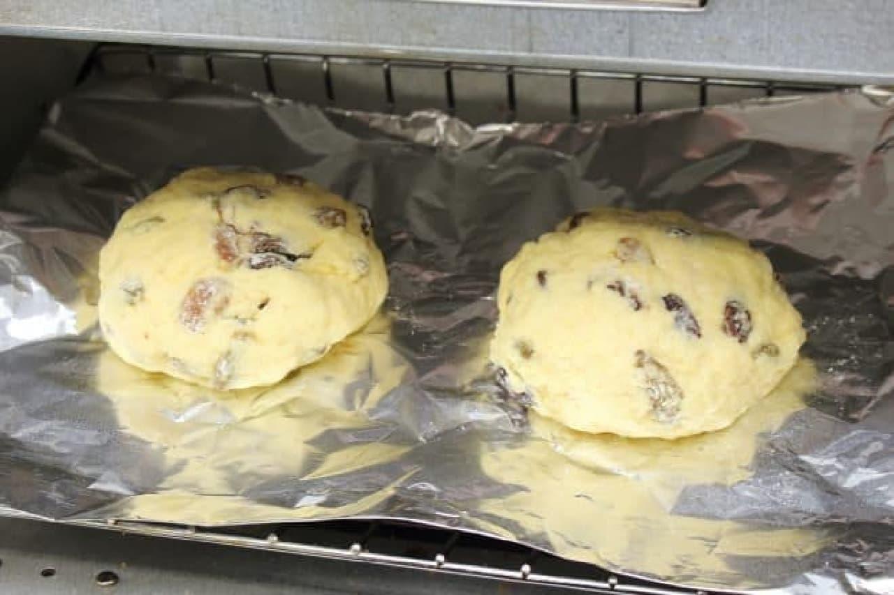 醗酵不要、ホットケーキミックスとヨーグルトで簡単にできるレーズンパンのレシピ