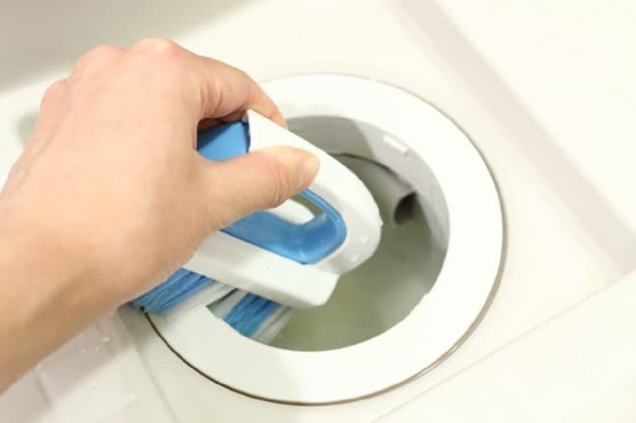 100均のお風呂用排水口ブラシ