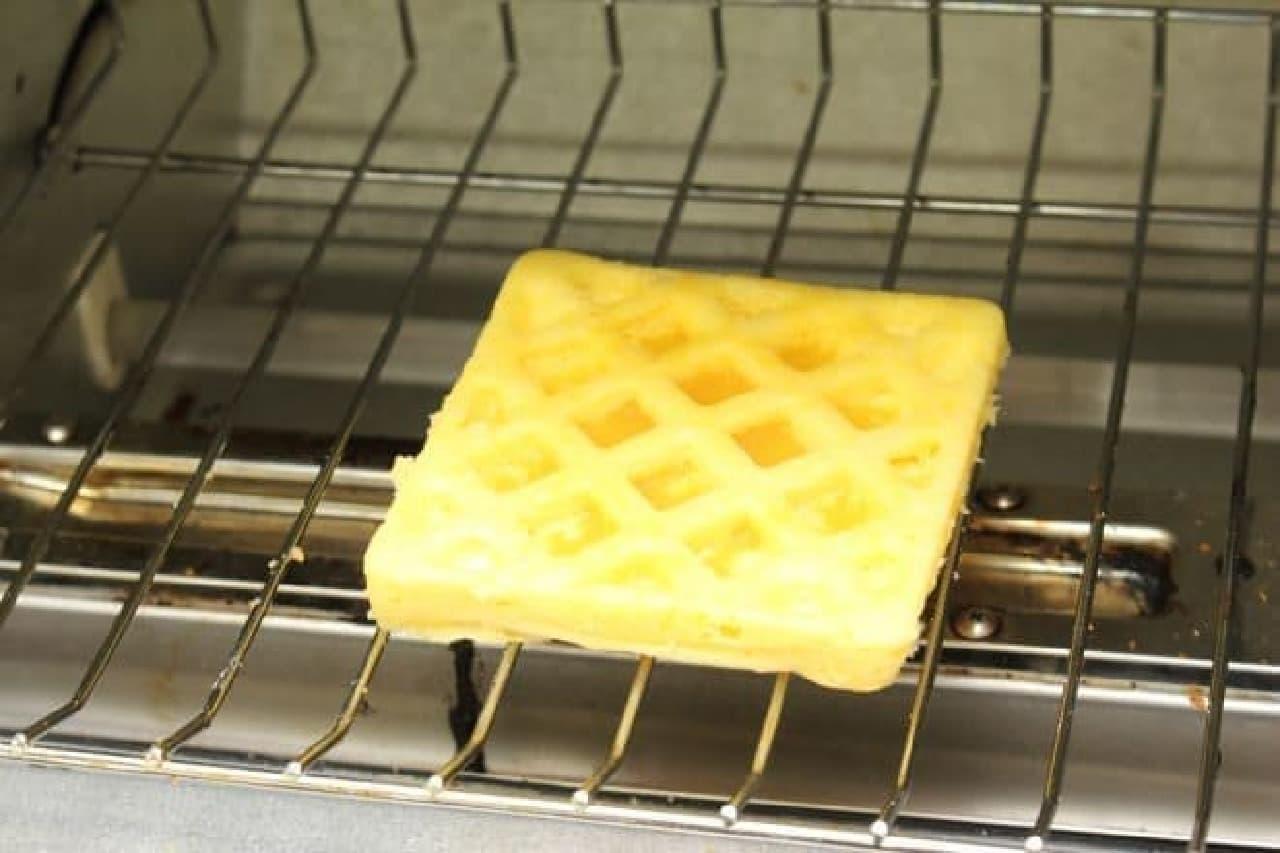 100均のワッフル型、電子レンジとホットケーキミックスで簡単に手作り