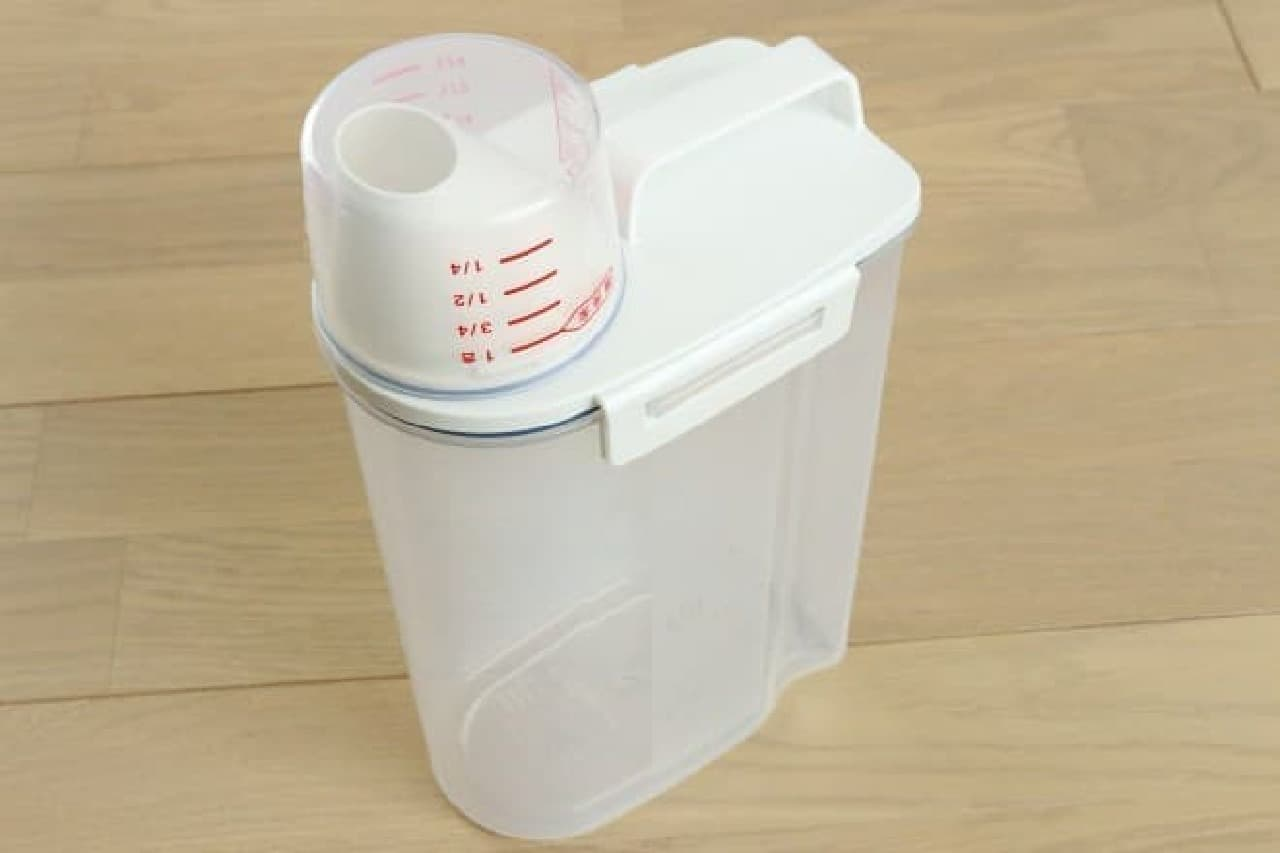 冷蔵庫保存に便利なアスベルの密閉米びつ2kg