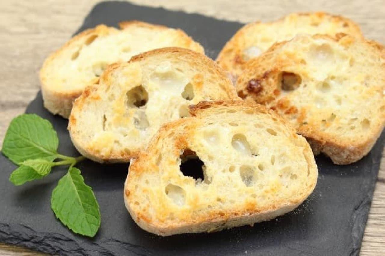 オーブントースターで作る練乳ラスクのレシピ、材料はフランスパンとコンデンスミルク