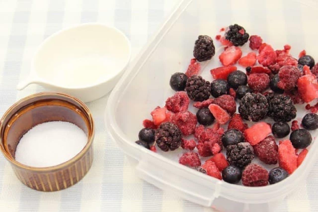 電子レンジで3分!ミックスベリーソース--冷凍フルーツで簡単、ヨーグルトやアイスに