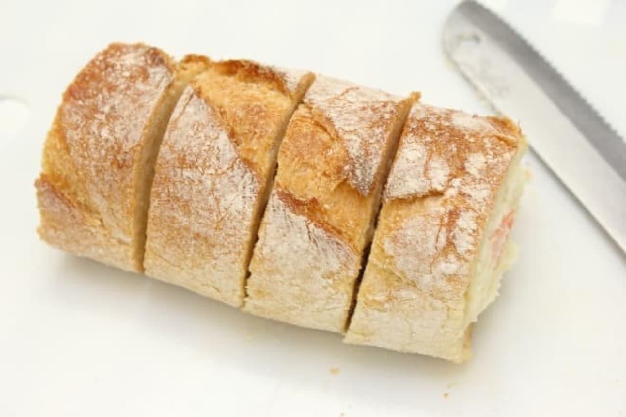 フランスパンとポテトサラダで作るスタッフドバゲットの簡単レシピ