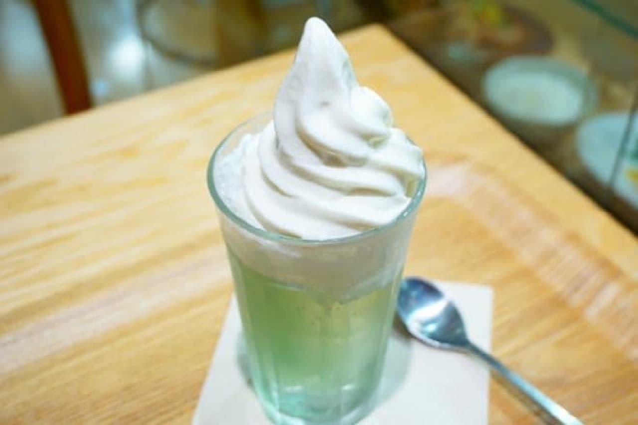 「Cafe&Meal MUJI」のクリームソーダ