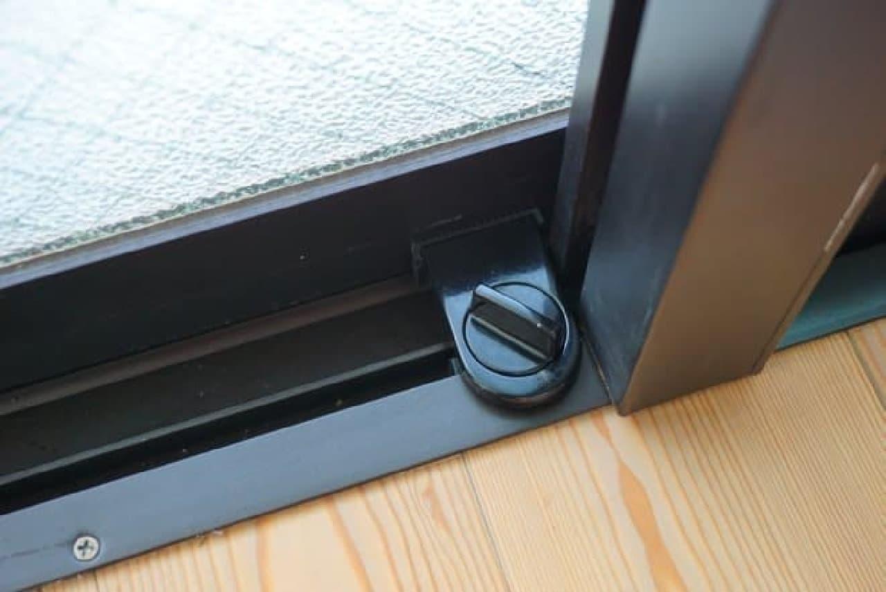 100均の窓用補助錠「NEW開かずの窓」