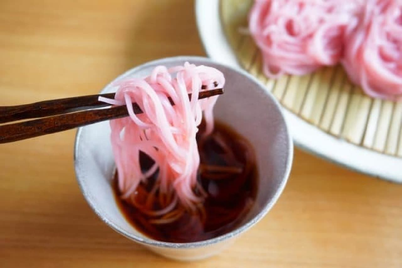 アコメヤトウキョウの「アコメヤの色素麺」