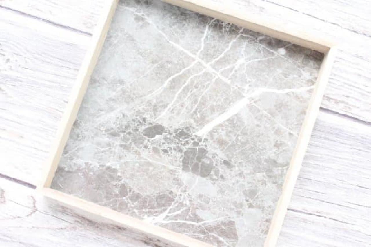 ダイソー 木製トレー 大理石柄