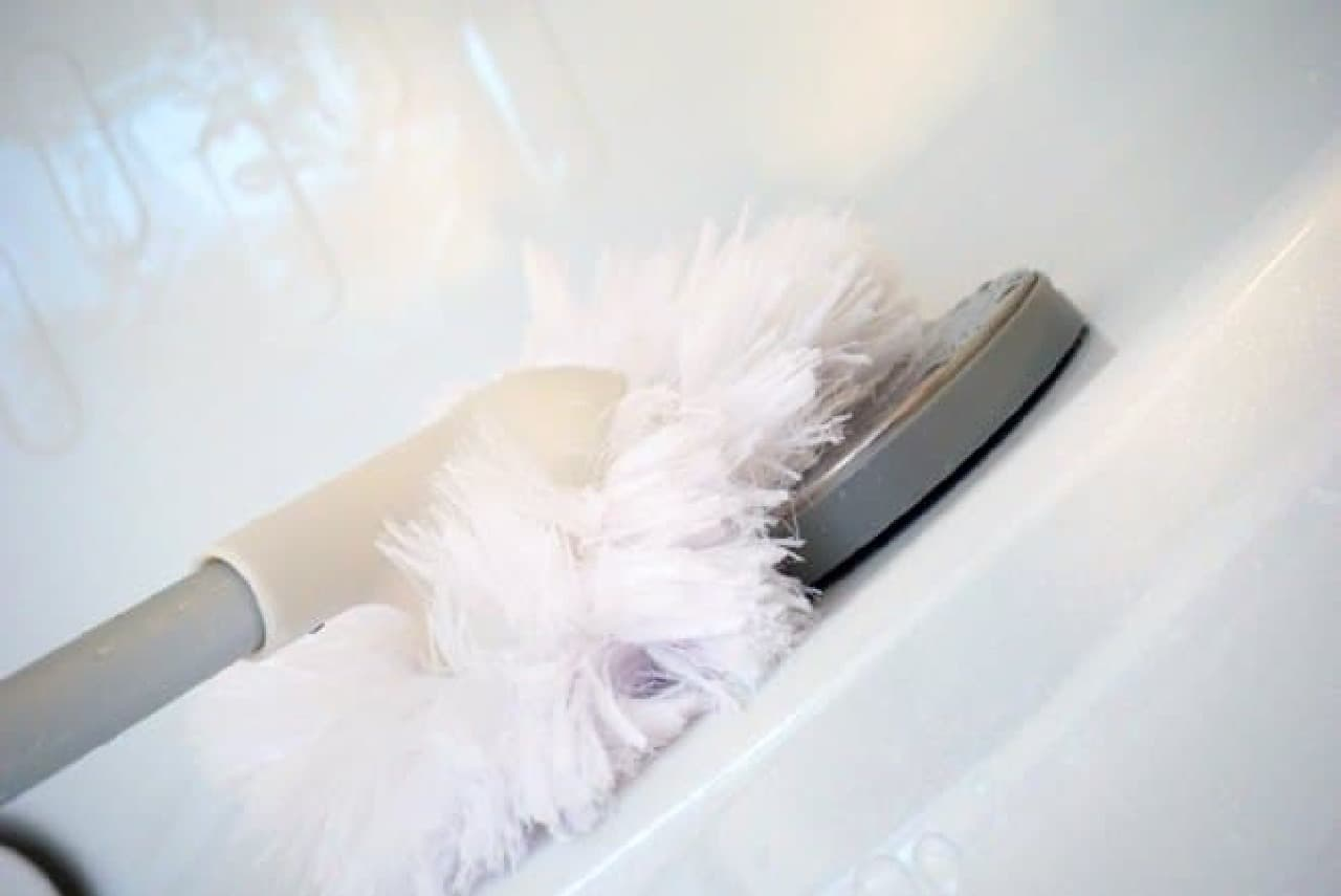 ニトリ「水で洗えるバスクリーナー」