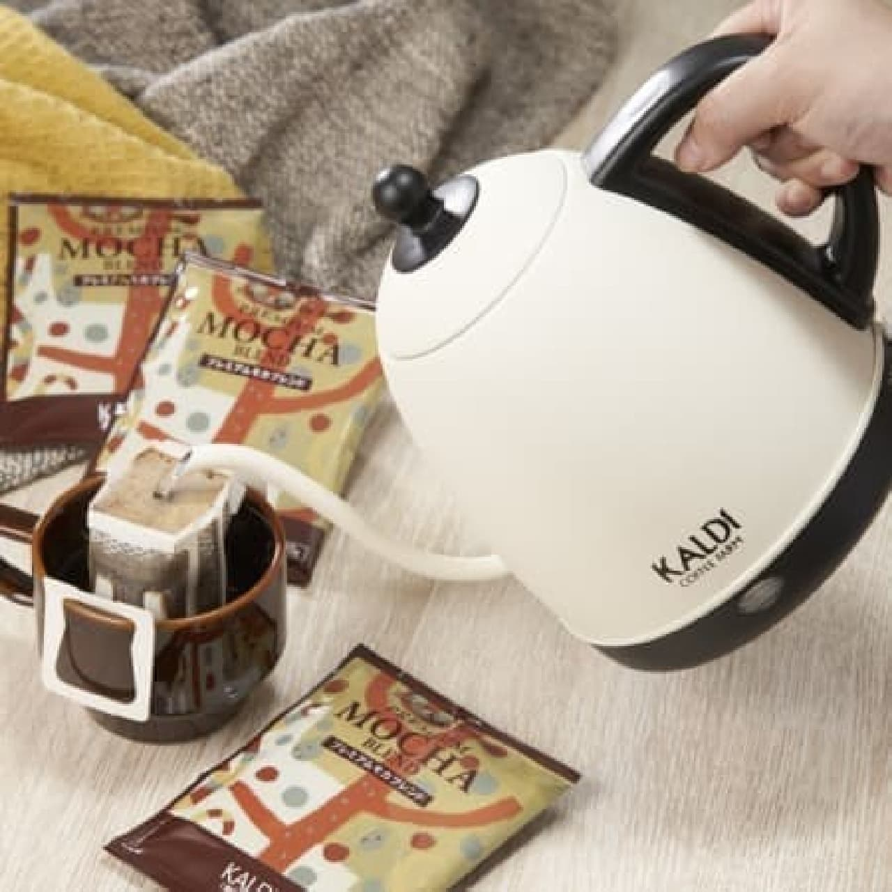 カルディ「電気コーヒーポット&オリジナル ドリップコーヒーセット」