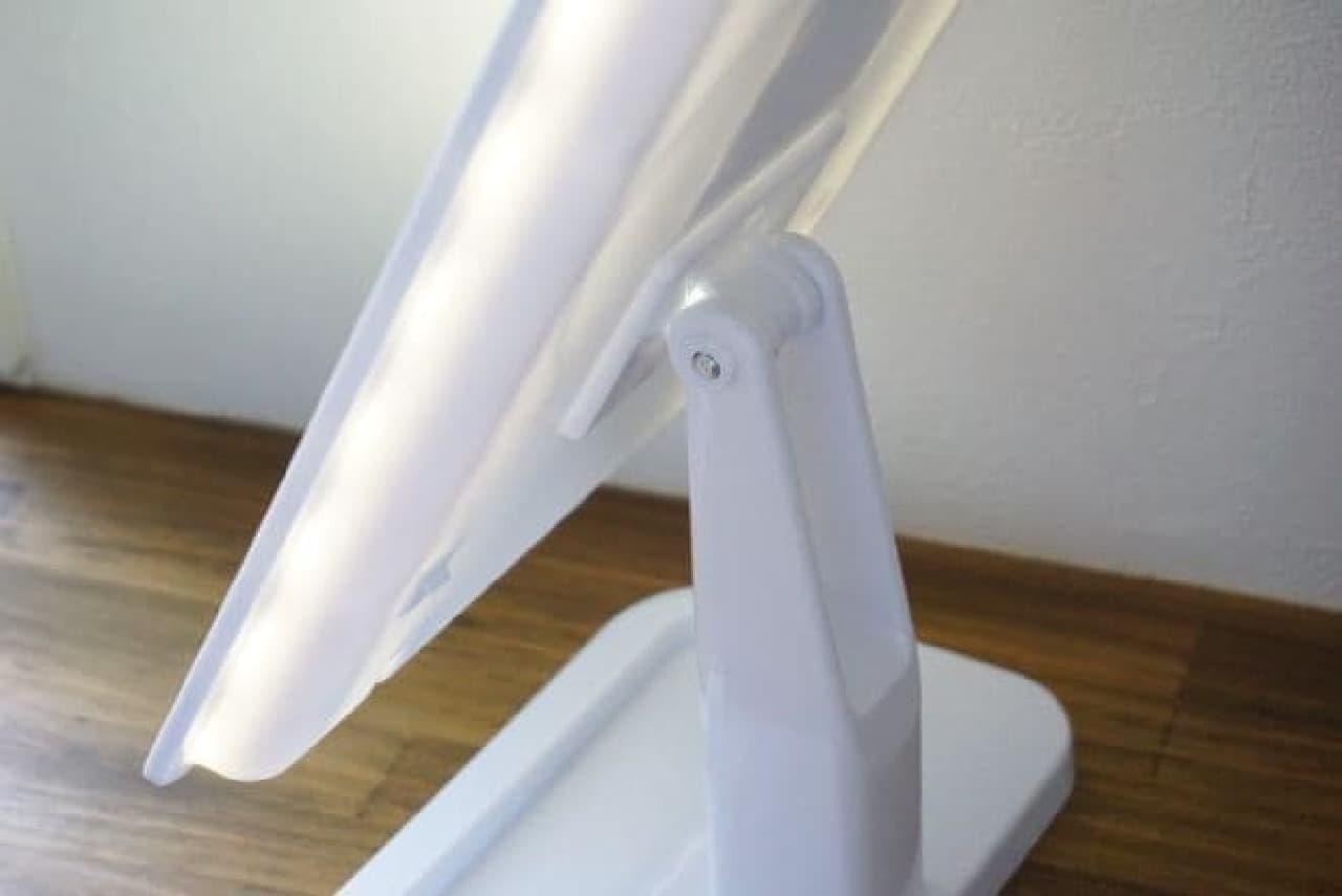 ニトリ「LED卓上ミラー」