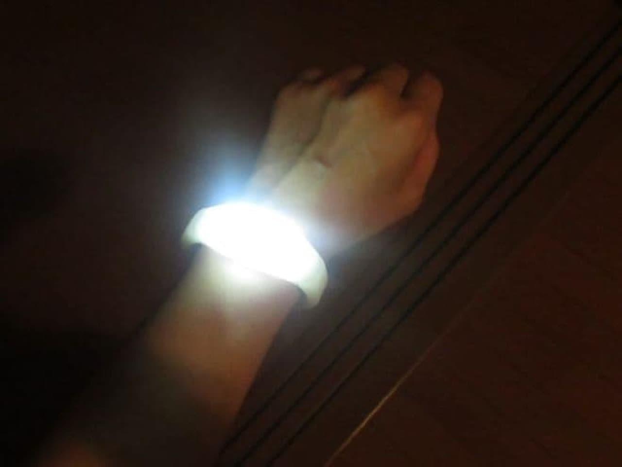 100均 LEDセーフティブレスレット
