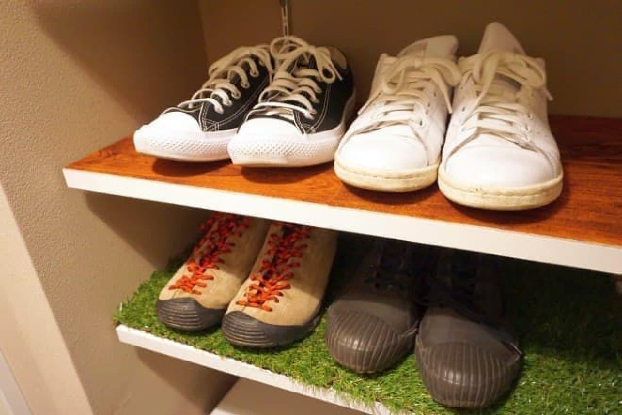 家事ハック】靴箱の汚れ防止に100均の吸着マットを敷いたら快適