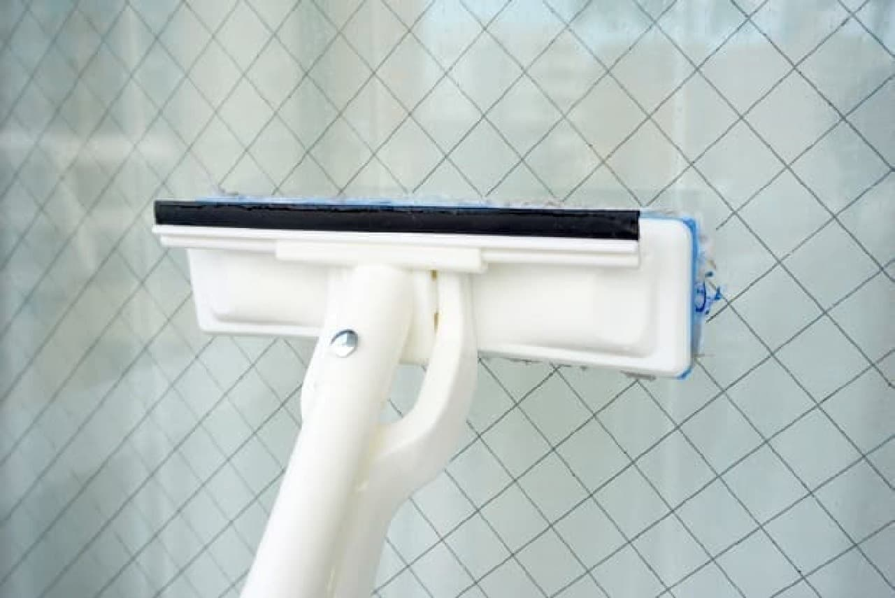 カインズ「絞れる窓・網戸ワイパー」