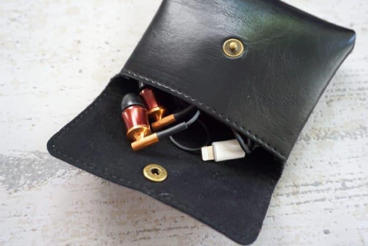 ダイソー「レザー調 小銭入れボタンタイプ」