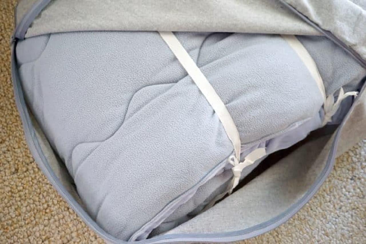 ダイソー「クッションに変身する収納袋」