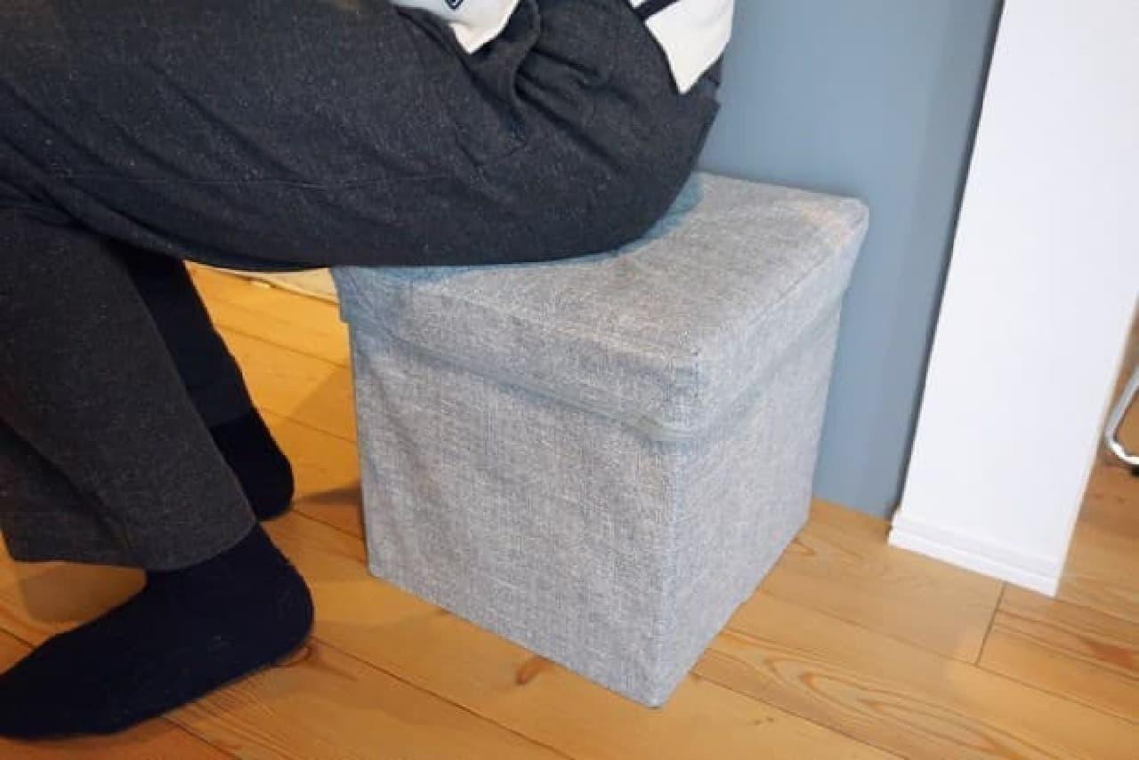 ダイソー「椅子になる収納スツール」
