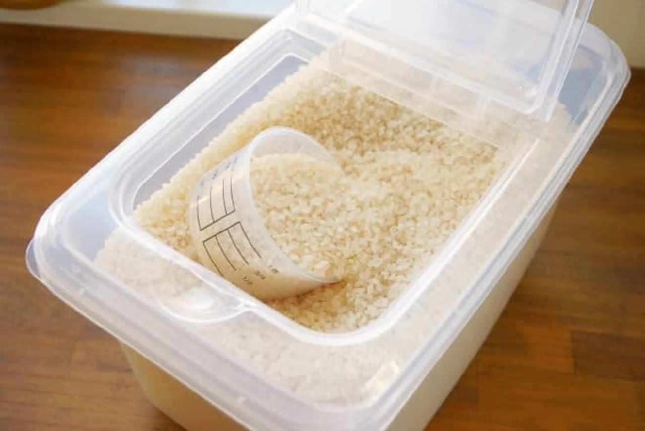 ダイソーの5kg米びつ
