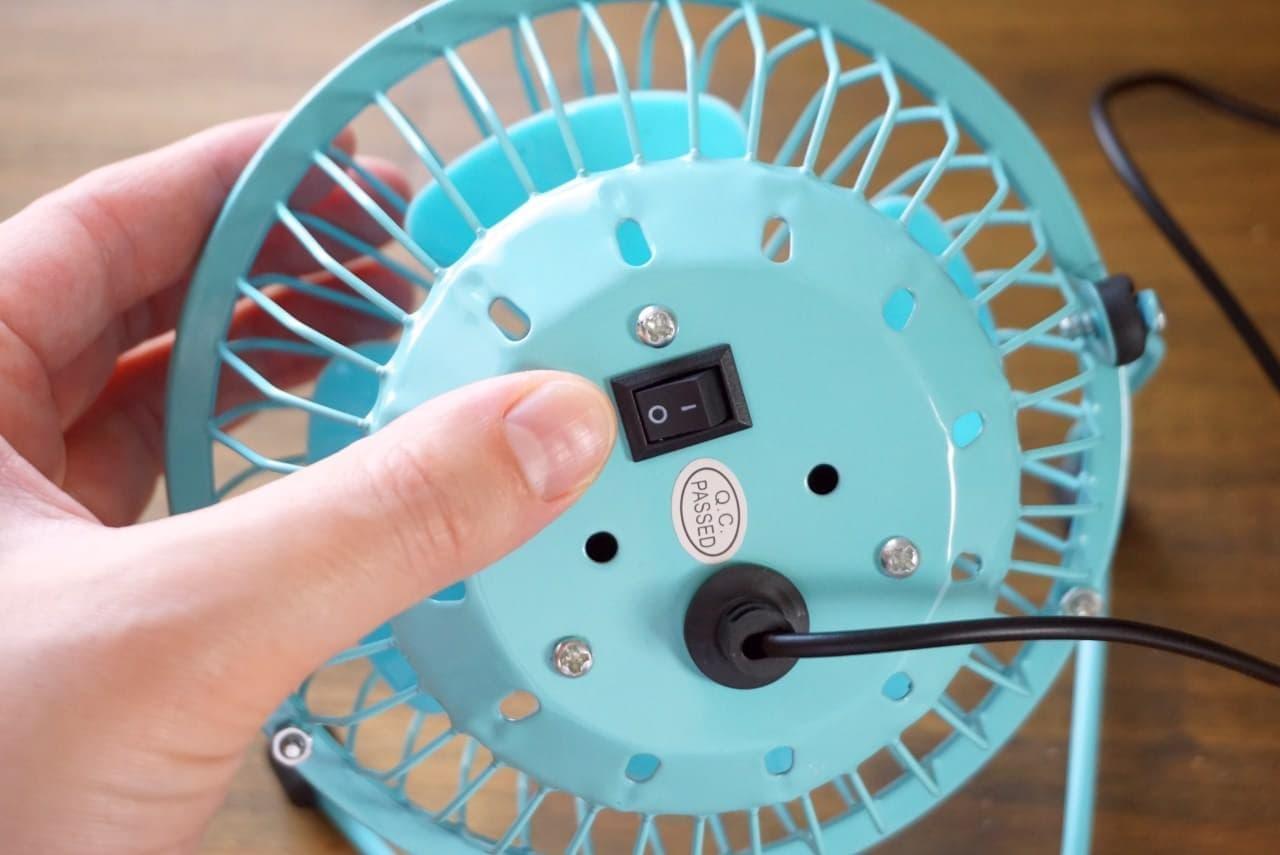 ダイソー「USBワイヤー扇風機メタルフレームタイプ」