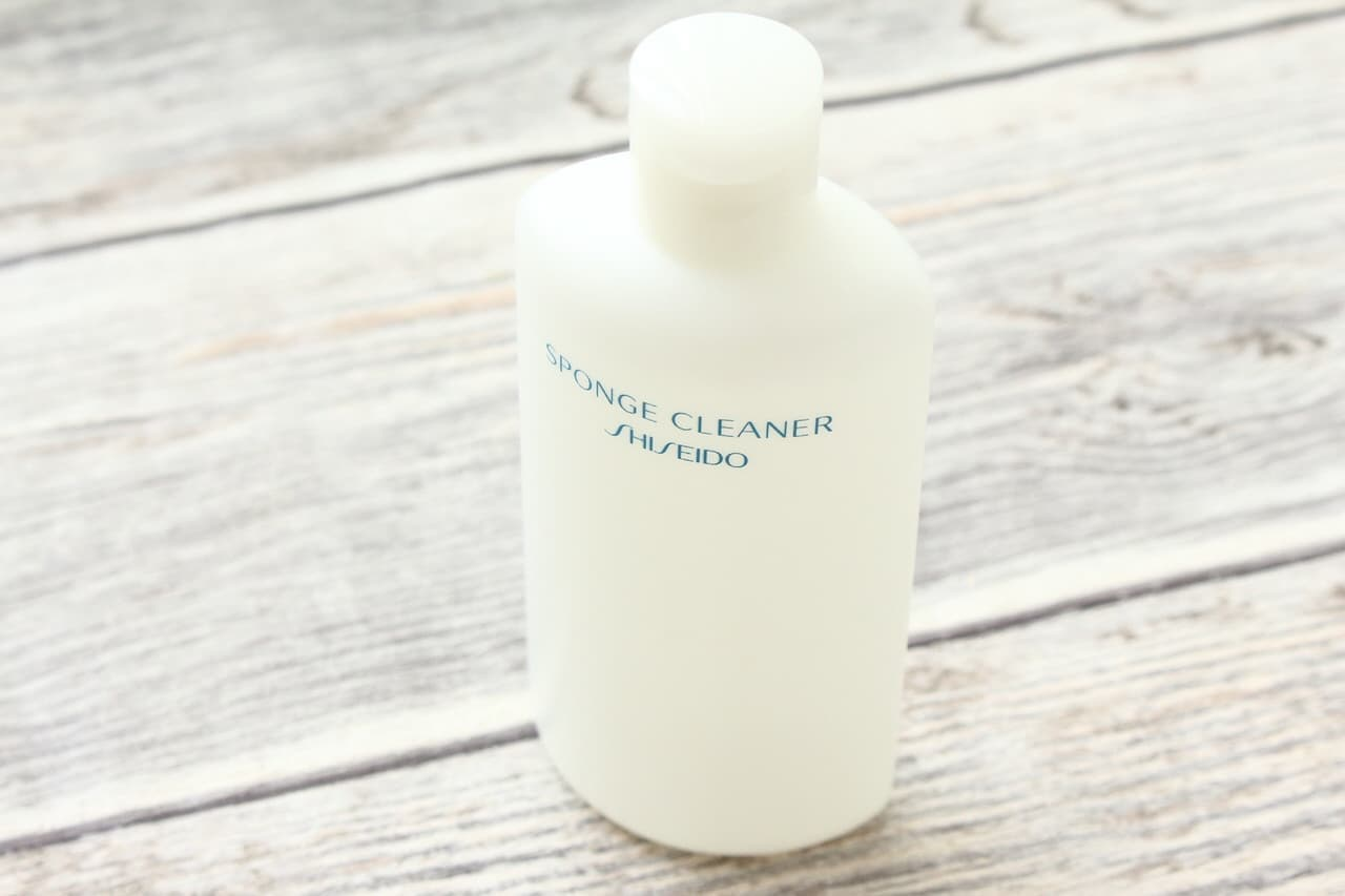 スポンジやパフの汚れを落とす専用洗剤の資生堂スポンジクリーナー