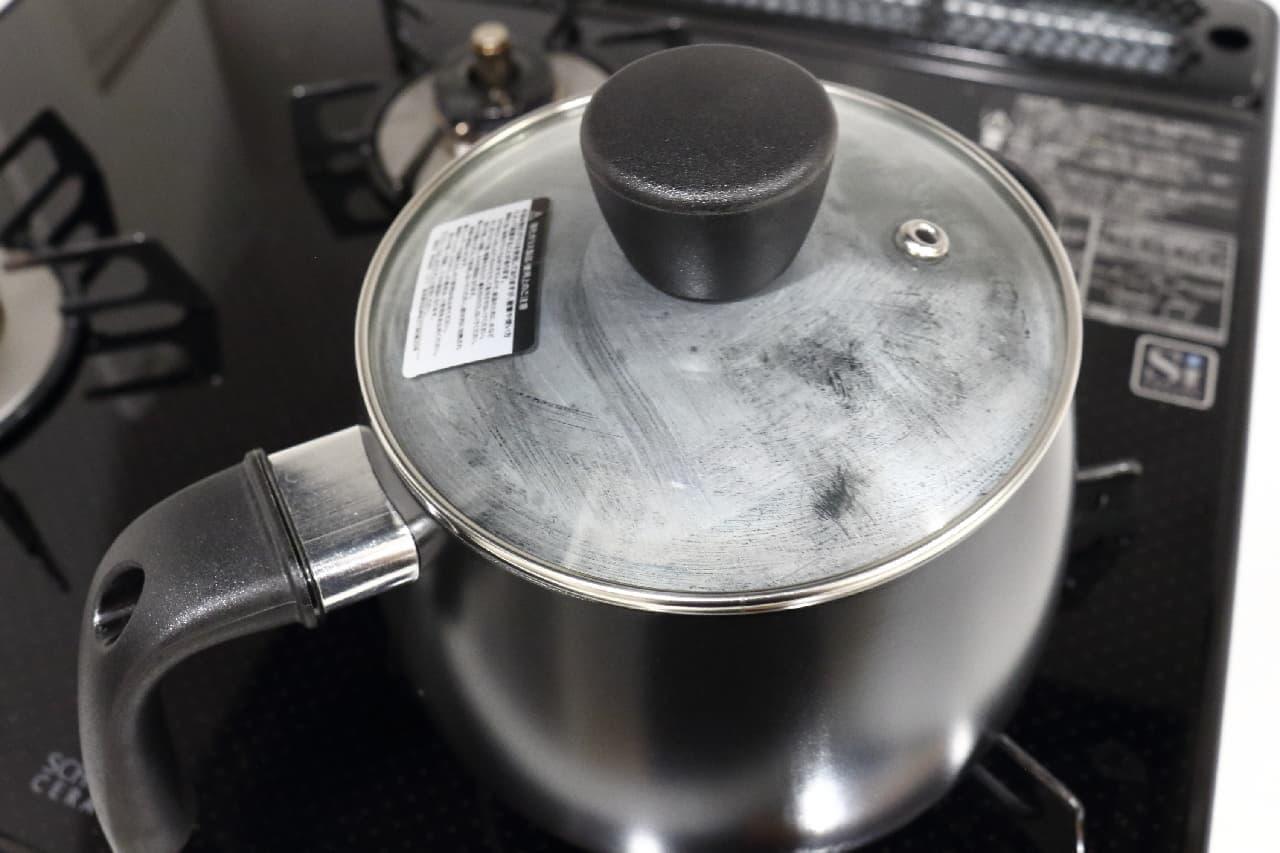 湯沸かしも料理もできるニトリのケトル兼用鍋、片手でラクラク、収納もコンパクトに
