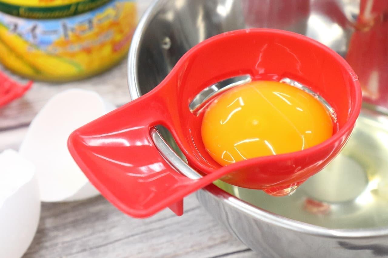 卵や缶詰の料理に役立つ100均の便利グッズ3つ--ツナ缶スプーンと黄身わけ器、穴あきスプーン